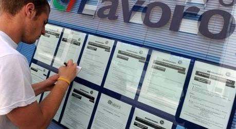 Via alla collaborazione civica, l'ente assume gli abili al lavoro, pagati con 300 euro al mese