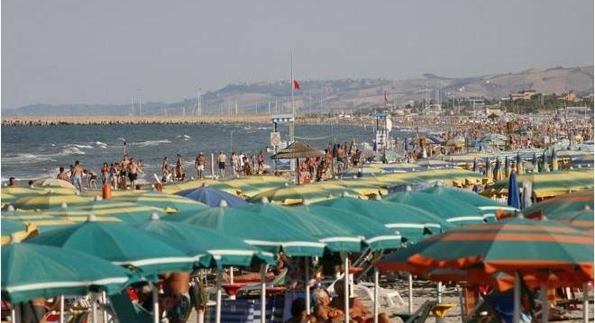 Le acque del mare sono pulite, le analisi Arta confermano la balneabilità, ordinanza revocata