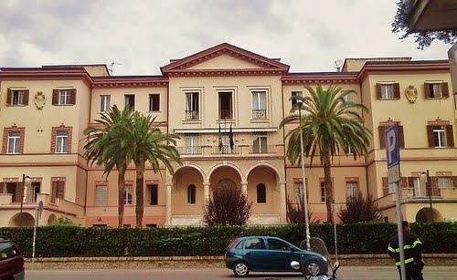 La casa dello studente e il dipartimento di scienze a Striscia la Notizia, opere incompiute