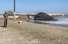 Continuano i lavori di ripascimento artificiale il Comune è in attesa di interventi strutturali